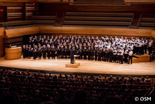 Kent Nagano dirige le grand chœur
